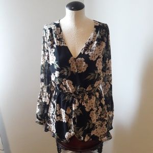 ASTR/ long sleeve floral romper Small